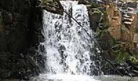 Nova Bassano - Cachoeira-por Marcos Zauza