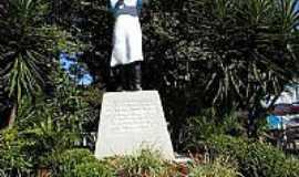 Nova Bréscia - Estátua em homenagem ao churrasqueiro gaúcho-Foto:marciarc