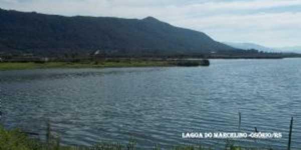 pr�ximo ao centro,  a lagoa do Marcelino, Por NellyCardoso