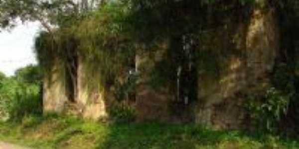 Ruinas, Por Darlan Raymundo