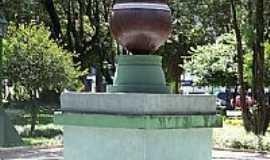 Passo Fundo - Passo Fundo-RS-Monumento A Cuia na pra�a central-Foto:Edilson V Benvenutti