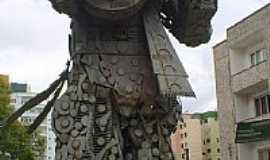 Passo Fundo - Passo Fundo-RS-Monumento em homenagem � Teixeirinha-Foto:Darlan Corral
