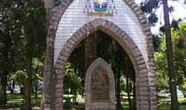 Passo Fundo - Passo Fundo-RS-Monumento em homenagem ao Arcebispo Dom Cl�udio Colling-Foto:Fredy Silva