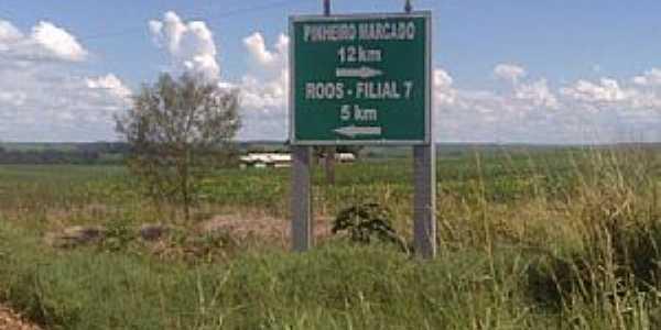 Encruzilhada da localidade de Cruzinha, acesso para a Vila de Pinheiro Marcado.