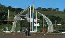 Ponte Preta - Monumento na Praça-Foto: Leszczinski