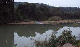 Rio Pardinho - Rio Pardinho-RS-Rio Pardinho margeando a estrada-Foto:Marcos Hoffmann