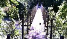 Riozinho - ponte pênsil por cima do rio, Por MARIA LOURDES ARNHOLD DA SILVA