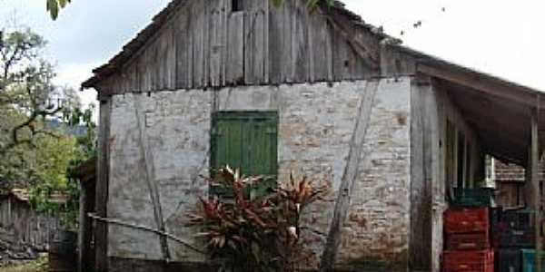 Santa Luíza-RS-Casa antiga-Foto:EUGANDOLFI