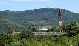 Santa Tereza - Santa Tereza-RS-Ponte Metálica e a Torre da Matriz-Foto:Renata Rosenfeld