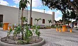 Mantiba - Mantiba-BA-Nova Praça ao lado da Matriz-Foto:Simas
