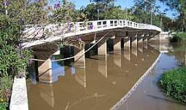 São Lourenço do Sul - São Lourenço do Sul-RS-Ponte no Arroio São Lourenço-Foto:Henrique de BORBA