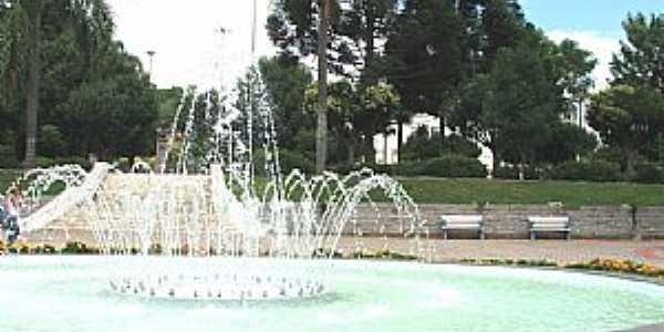 São Marcos-RS-Chafariz na Praça central-Foto:Sidnei José Romano