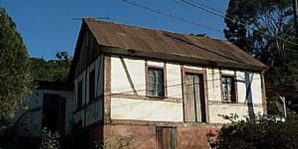 São Roque-RS-Casa estilo colonial-Foto:www.terragaucha.com.br