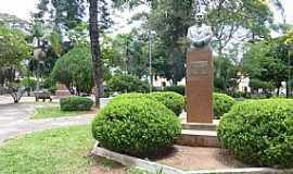 São Sepé - São Sepé-RS-Monumento ao Dr.Lauro Bulcão na Praça das Mercês-Foto:Ubirajara Buddin Cruz