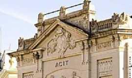 Taquara - ACIT-Fachada-por Alex Hackmann