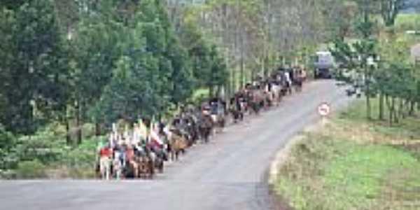 3ª Cavalgada dos Mártires em sua passagem por Taquaruçu do Sul foto Luiz C Santos