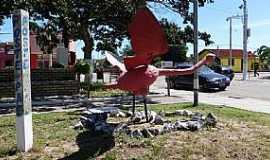 Tavares - Tavares-RS-Monumento na Pra�a Central-Foto:Ubirajara Buddin Cruz