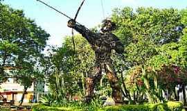 Tenente Portela - Tenente Portela-RS-Índio,escultura de sucata na Praça Tenente Bins-Foto:Roque Oliveira
