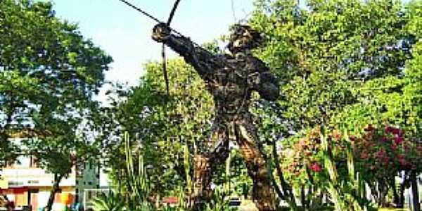 Tenente Portela-RS-Índio,escultura de sucata na Praça Tenente Bins-Foto:Roque Oliveira