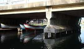 Tramanda� - Tramanda�-RS-Barcos embaixo da ponte-Foto:PCRAPAKI