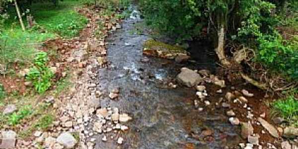Travesseiro-RS-Riacho que corta o município-Foto:Verner Gregory