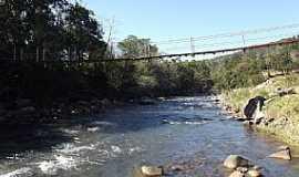 Três Cachoeiras - Três Cachoeiras-RS-Ponte Pênsil sobre o Rio da Terra-Foto:Ubirajara Cruz