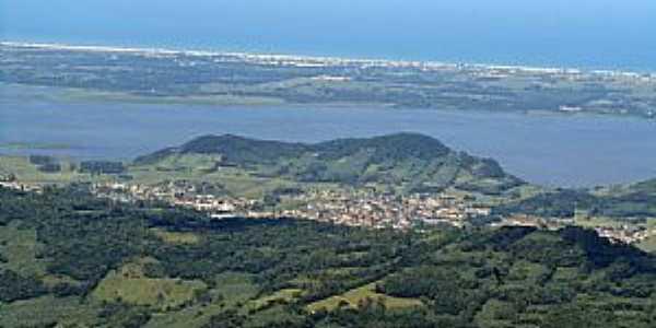 Três Cachoeiras-RS-A cidade e região vista à partir do Morro do Capitão-Foto:Lucas Hainzenreder Longhi