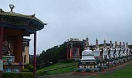 Três Coroas - Templo Budista-Foto:quinta da luz
