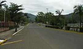 Tr�s Coroas - Tr�s Coroas-RS-Avenida de entrada da cidade-Foto:Marcirio Dias Leite