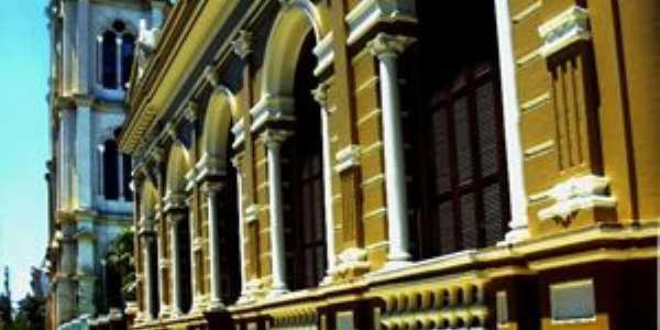 biblioteca pública municipal, Por Rodrigo Bessow