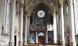 Vacaria - Interior da Catedral N.Sra.de Oliveira em Vacaria-RS-Foto:Sidnei Recco