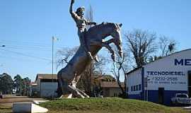 Vacaria - Vacaria-RS-Monumento do Gaúcho no Cavalo Bravo-Foto:j carlos de c. silva