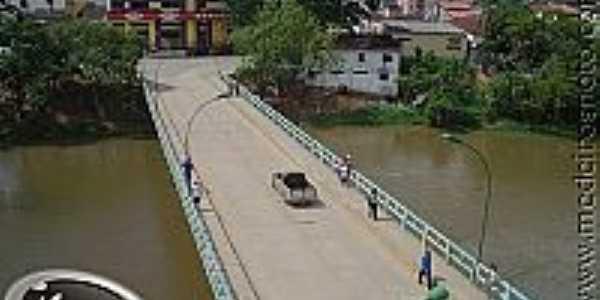 Ponte Sobre o Rio Itanhém
