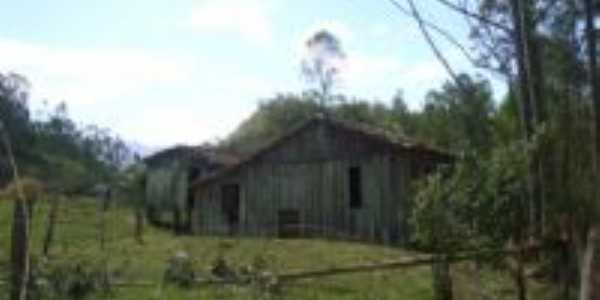 casinha na vila alegre, Por Maykon Jimi Machado