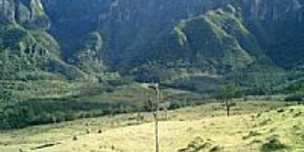 Campo, com a Serra de fundo