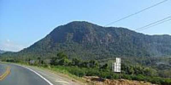 Montanhas ao lado da Rodovia BR-470 em Apiúna-SC-Foto:Elias Coelho