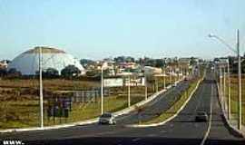 Araranguá - Av.15 de Novembro e o Ginásio Bolha em Araranguá-SC-Foto:Brenner W. C.