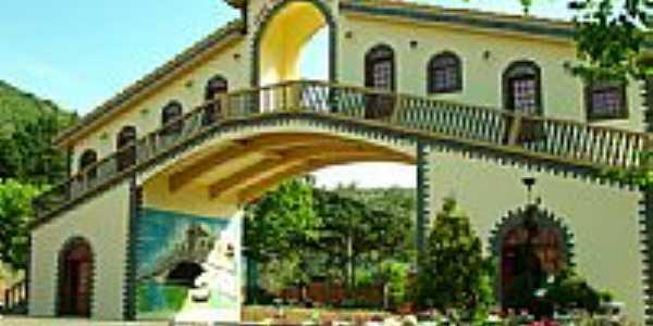 Portal Turistico em Arroio Trinta por Juliar