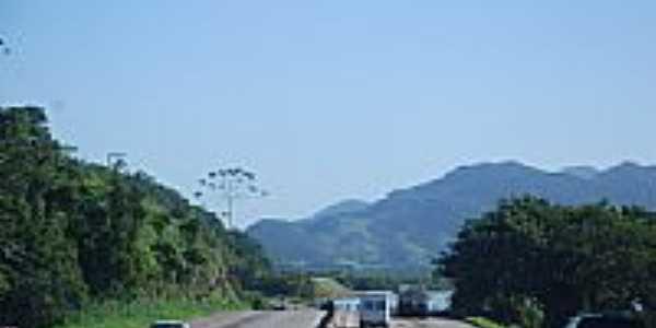 Rodovia BR 101 em Biguaçu-Foto:Eber Beck