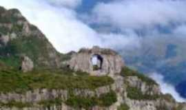 Bom Jardim da Serra - pedra furada/morro da igreja, Por josé luiz da silva