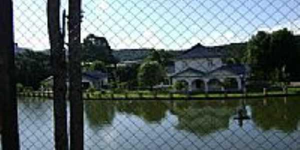 Casa com Lago-Foto:Angelo Ronchi