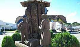 Canoinhas - Escultura em madeira no Portal de Canoinhas-Foto:Mauro Wunderlich