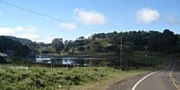 Lago às margens da Rodovia em Capão Alto-Foto:cicero r maciel