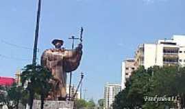 """Chapecó - Monumento""""O Imigrante""""em Chapecó-Foto:fredysilva11"""