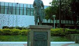 Curitibanos - Curitibanos-SC-Monumento em frente à Prefeitura Municipal-Foto:Ivo A Costa