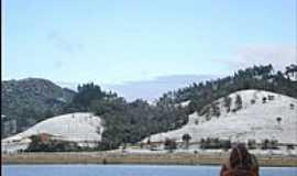 Doutor Pedrinho - Montanhas cobertas de neve no dia 23/07/2013 em Doutor Pedrinho-SC-Foto:Dalila Girelli