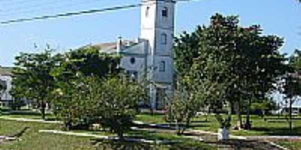 Praça e Igreja-Foto:Diogo Tchê Maneiros