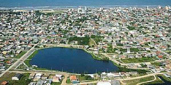 LAGOA DO JACARÉ, no centro de Praia do Rincão - SC
