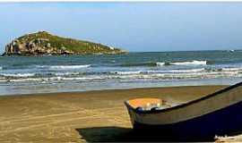 Imbituba - Imbituba-SC-Barco de pescador na praia-Foto:Ana Maria Scarpellini
