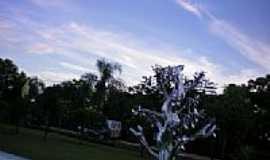 It� - Escultura em �rvore em It�-SC-Foto:eltonestrada